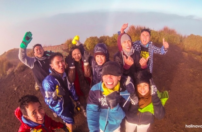 Fellow mountaineers in the summit of Mount Pulag