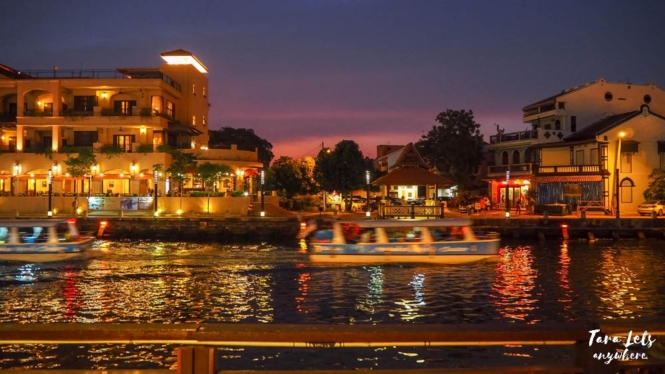 Malacca river cruise at night