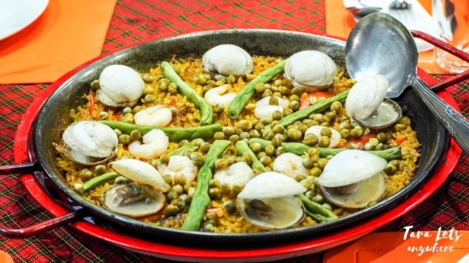 Country Chicken - seafood paella