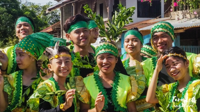 Dance group for World Migratory Bird Day in Siay