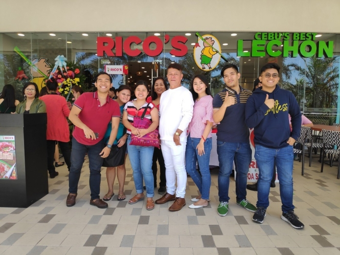 Group shot in Rico's Lechon MOA