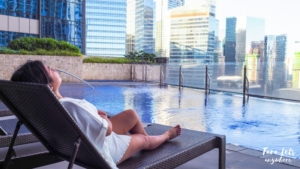 Infinity pool in Icon Plaza BGC