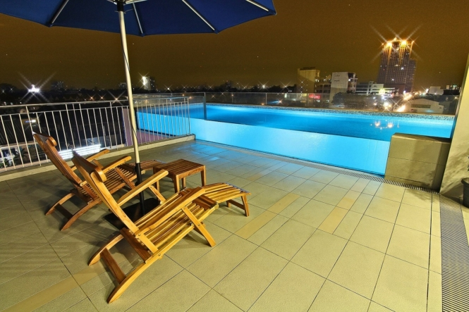 Manila staycations with infinity pool - Luxent Hotel