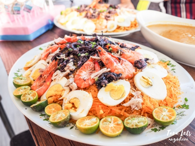 Filipino foods you need to try - pancit palabok