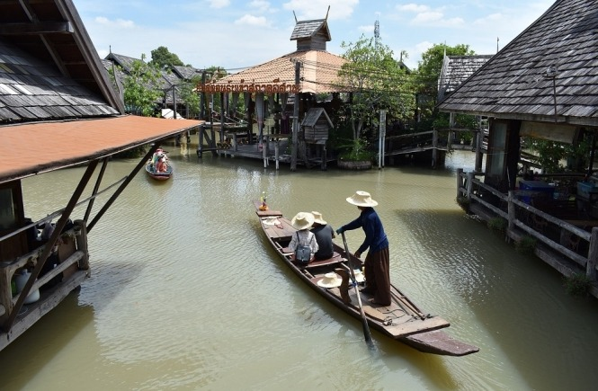 Top things to do in Pattaya - visit the floating market