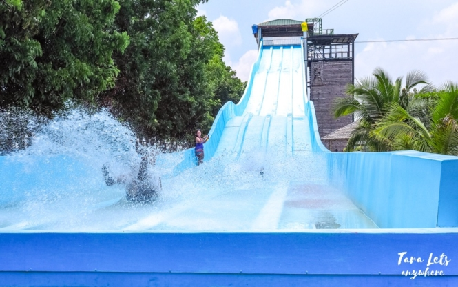 Crystal Waves Resort - giant waterslide