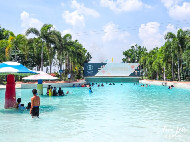 Crystal Waves Resort - wave pool and jacuzzi