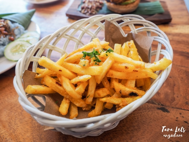 Singapo Lah Cafe - salted-egg fries