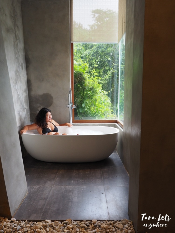 Bath tub in premiere suite at Narra Hill