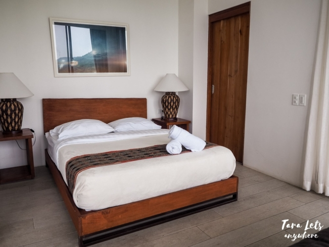 Narra Hill premere suite bed