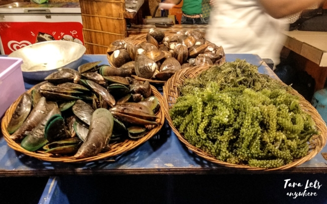 Things to do in Palawan - eat seafood in Puerto Princesa Baywalk Park
