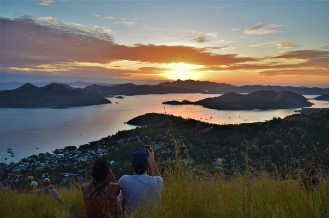 Things to do in Palawan - watch sunset in Mount Tapyas