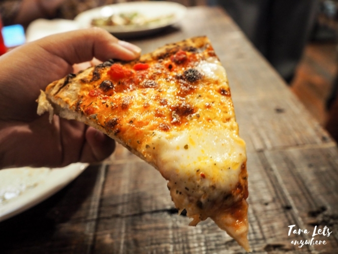 Pizza in Fireshoue Pizza Alabang