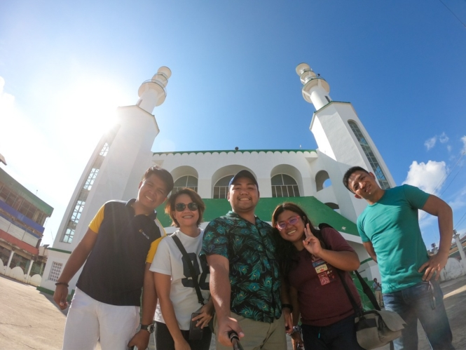 Group shot at Masjid Tulay, Sulu