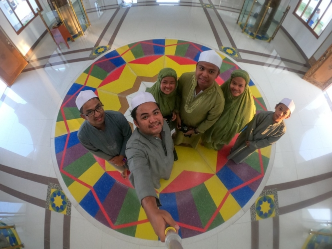 Group shot in Simunul Island's mosque