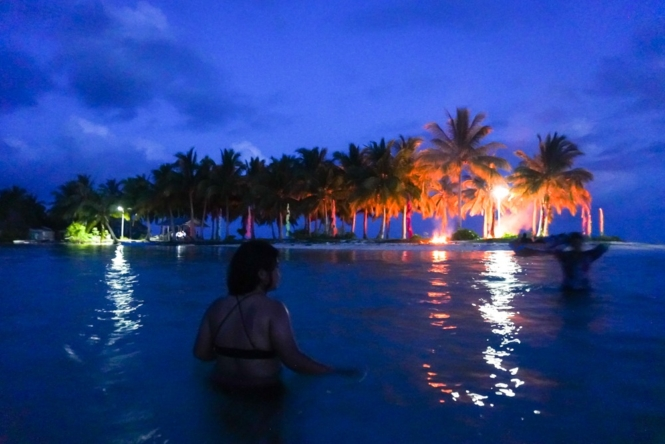 Night swimming in Sangay Siapo Island